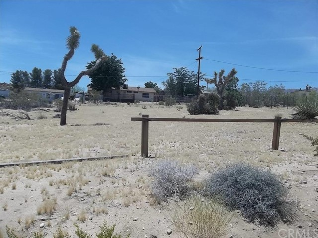 Additional photo for property listing at 61883 Mountain View Circle  Joshua Tree, California 92252 United States