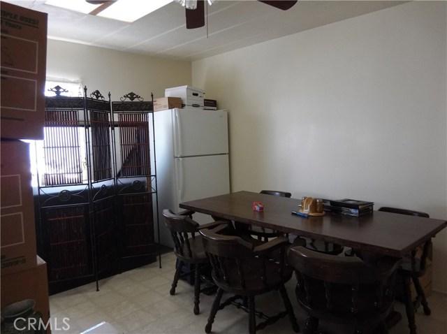 35011 Avenue E, Yucaipa CA: http://media.crmls.org/medias/9f3f7596-1437-4bf5-8c8b-0db8645ea7bf.jpg