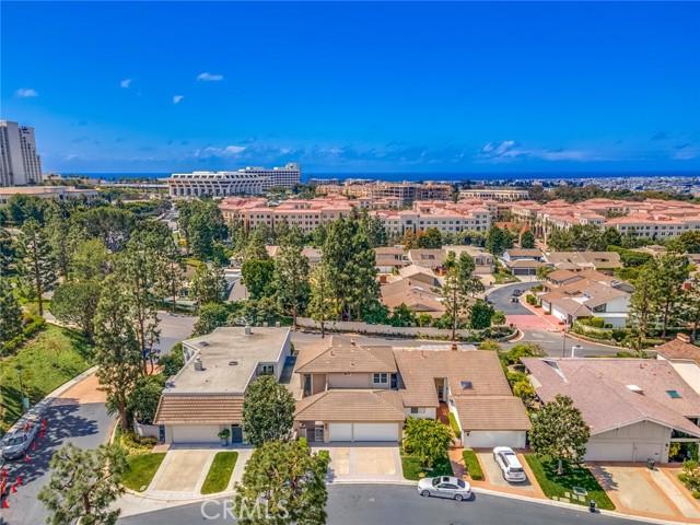 9 Rue Valbonne, Newport Beach CA: http://media.crmls.org/medias/9f503332-5591-41e5-b127-9cca482ea201.jpg