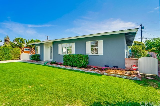 444 W Idahome Street, Covina CA: http://media.crmls.org/medias/9f6a699f-d454-4423-a906-ae89bbdde94e.jpg
