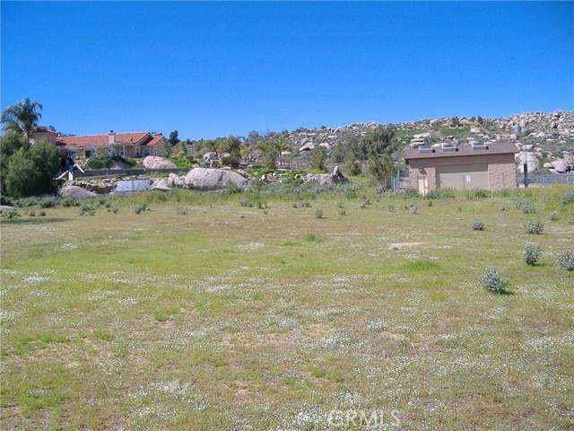 683 W Nuevo Road, Perris CA: http://media.crmls.org/medias/9f768d18-1b6d-49ca-b98a-ddfd73fa38f3.jpg