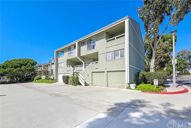 33 Ima Loa Court, Newport Beach CA: http://media.crmls.org/medias/9f7a9408-29ac-462c-a51d-0a3a5e42a83c.jpg