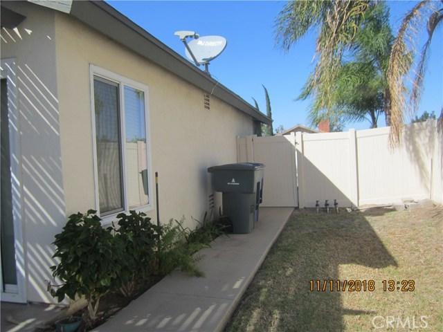 11212 Greenhurst Drive, Riverside CA: http://media.crmls.org/medias/9f896f0c-656c-4ac5-a9b8-6ca335a12ce6.jpg