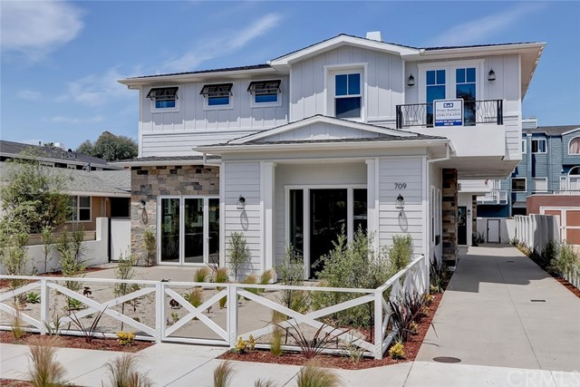 709 Elvira Avenue, Redondo Beach, California 90277, 4 Bedrooms Bedrooms, ,3 BathroomsBathrooms,Townhouse,For Sale,Elvira,SB20079760