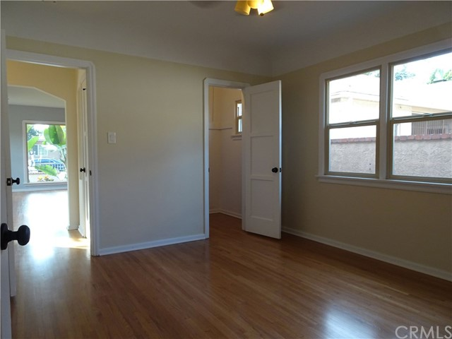 2474 Maine Avenue, Long Beach CA: http://media.crmls.org/medias/9fa1c629-d258-4642-a2ec-02986eee3797.jpg