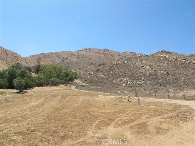 11275 Eagle Rock Road, Moreno Valley CA: http://media.crmls.org/medias/9fa5c1d0-457f-41a8-90c0-dd1765024a27.jpg