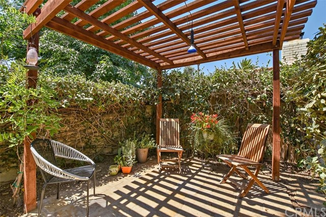 265 W Sonora Place, Claremont CA: http://media.crmls.org/medias/9fb4c4e9-c119-40f7-91f8-aa43d632d538.jpg