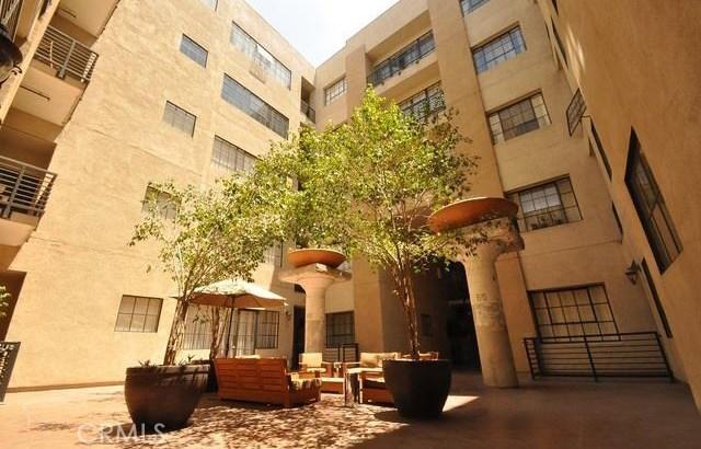 420 S San Pedro Street, Los Angeles CA: http://media.crmls.org/medias/9fc3cc95-c440-44b9-be44-4a4c26159da8.jpg