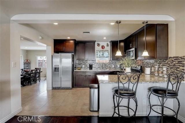 440 W Randall Avenue, Rialto CA: http://media.crmls.org/medias/a0052701-eeaa-431f-a1f1-3f1ca787aeb2.jpg