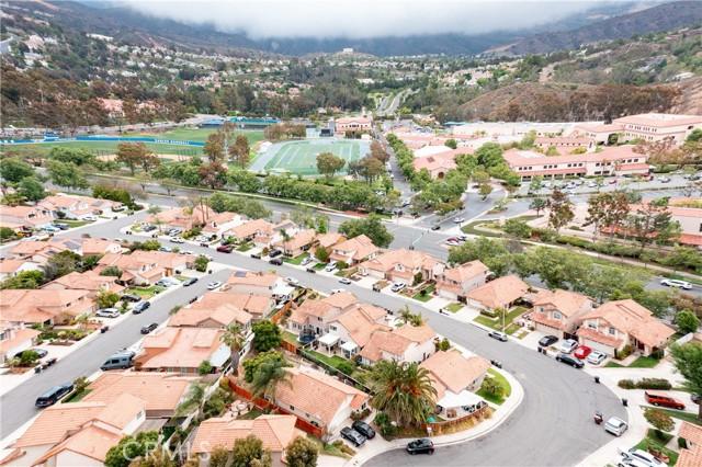 5 Calle Albarda, Rancho Santa Margarita CA: http://media.crmls.org/medias/a0066038-64d5-4da4-98fd-fc75de02549a.jpg