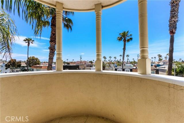 315 21st Street, Huntington Beach CA: http://media.crmls.org/medias/a018543a-66b5-41f1-8e4b-b57a8083ea3b.jpg