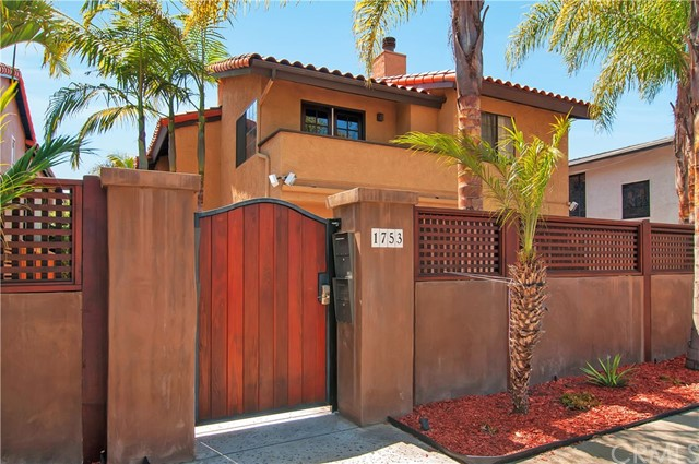 Townhouse for Sale at 1753 Grand Avenue Pacific Beach, California 92109 United States