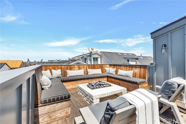 2121 Seville Avenue, Newport Beach, California 92661, 4 Bedrooms Bedrooms, ,4 BathroomsBathrooms,Residential Purchase,For Sale,Seville,NP21125721