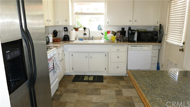 392 Ralcam Place, Costa Mesa CA: http://media.crmls.org/medias/a06c1830-62a6-4d80-a44a-71107e1bd7ee.jpg