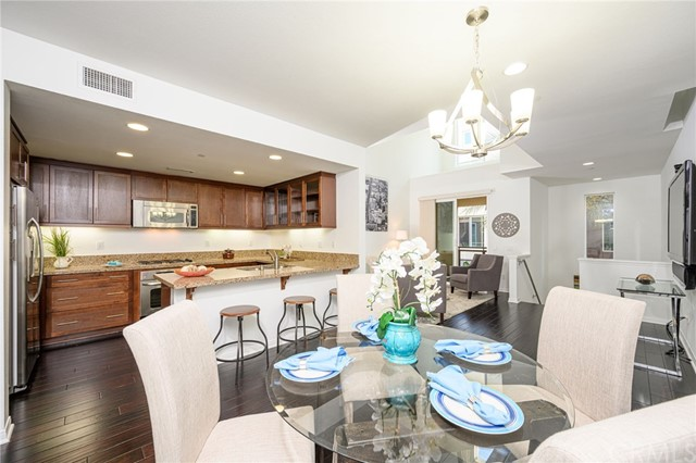 Detail Gallery Image 1 of 75 For 15 Waldorf, Irvine,  CA 92612 - 2 Beds | 2/1 Baths