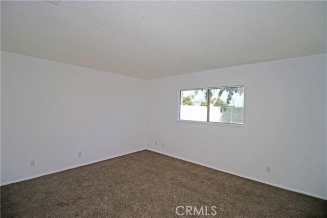 4905 Lakewood Drive, San Bernardino CA: http://media.crmls.org/medias/a0b532fc-4139-4f77-929b-ca3a80950131.jpg