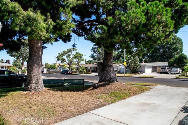 918 S Elliott Place, Santa Ana CA: http://media.crmls.org/medias/a0ce5438-9f64-40ff-9c52-006909b49740.jpg