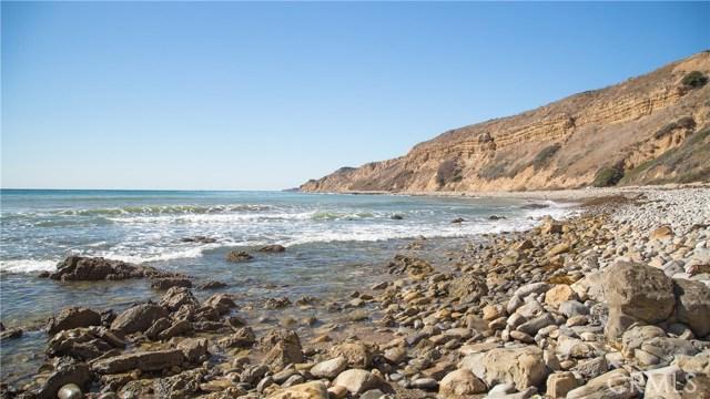 3200 La Rotonda Drive, Rancho Palos Verdes CA: http://media.crmls.org/medias/a0e7d4ef-6545-4d7c-870e-7dd960ed3579.jpg