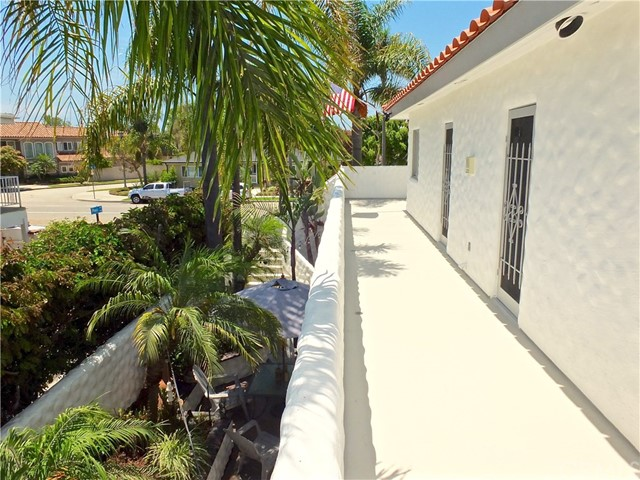 5297 Appian Way, Long Beach CA: http://media.crmls.org/medias/a0f7e0e7-c520-4440-b2bb-15ef79271988.jpg