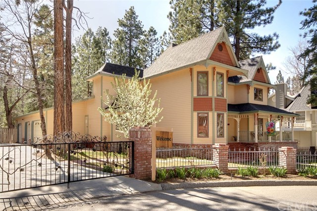 746 Snowbird Court, Big Bear CA: http://media.crmls.org/medias/a1289148-857c-4fc8-9e07-3e60e0cc61b9.jpg