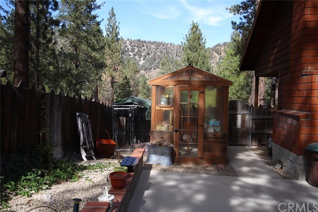 6255 Lucerne Place, Wrightwood CA: http://media.crmls.org/medias/a12aac07-078e-460a-94a3-b5a7dae3182a.jpg