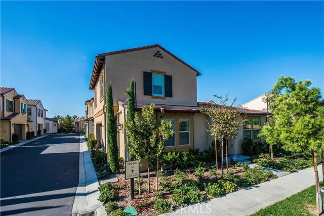 206 Desert Bloom, Irvine CA: http://media.crmls.org/medias/a12c50ee-6d01-4b45-8626-708900b27d2e.jpg