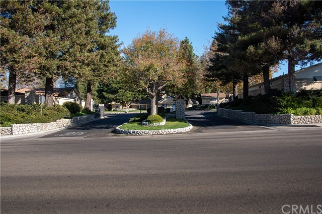 946 N White Dove Drive, Santa Maria CA: http://media.crmls.org/medias/a13d29c6-0ade-4850-80bd-7c4707c06091.jpg