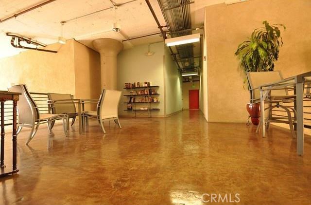 420 S San Pedro Street, Los Angeles CA: http://media.crmls.org/medias/a17bedbf-6515-4b1a-8363-8754d55096ee.jpg