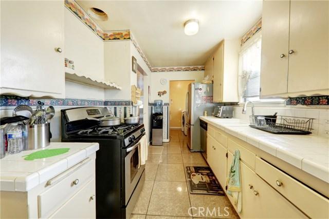 8102 Adoree Street, Downey CA: http://media.crmls.org/medias/a18677ea-d4bd-4d32-8a51-c07dddef9b0b.jpg