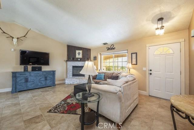 57490 Redondo Street, Yucca Valley CA: http://media.crmls.org/medias/a1975863-eecd-49b4-875d-cf3421bf51c4.jpg