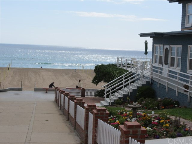 1000 The Strand, Manhattan Beach CA: http://media.crmls.org/medias/a1b77859-4a95-437a-b46e-9009106d7432.jpg