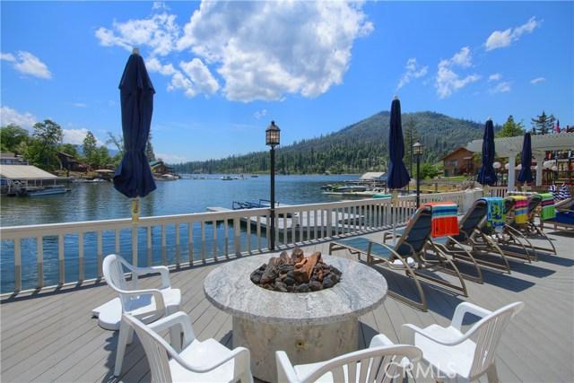39339 Blue Jay Drive, Bass Lake CA: http://media.crmls.org/medias/a1c6f877-14b3-4059-b46a-32eb3b927f51.jpg