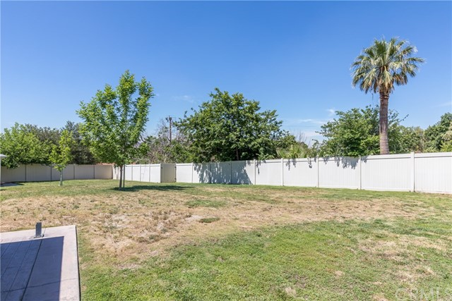 5566 N Mountain View Avenue, San Bernardino CA: http://media.crmls.org/medias/a1d9dd8d-ca34-409b-ad42-d81d25e2dbe1.jpg