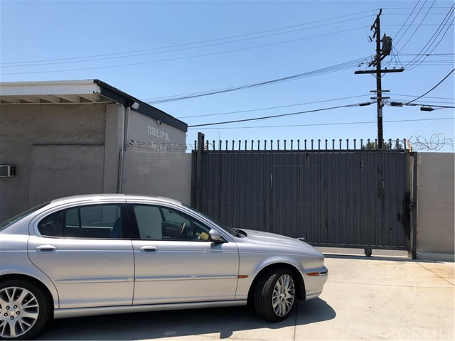1126 Unit B, E 17th Street, Santa Ana CA: http://media.crmls.org/medias/a1e5f075-c499-45e4-879a-b5115cd6fd4b.jpg