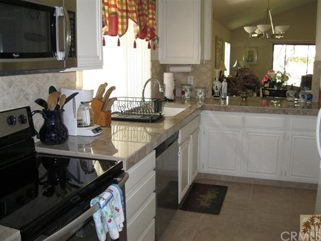 48603 Oakwood Way, Palm Desert CA: http://media.crmls.org/medias/a1ff3d19-0103-4a74-947a-01710f7ce415.jpg