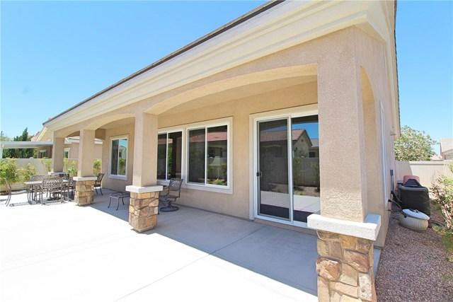19441 Royal Oaks Road, Apple Valley CA: http://media.crmls.org/medias/a20cab1d-61ab-4afe-b2f5-1c5899436cdb.jpg