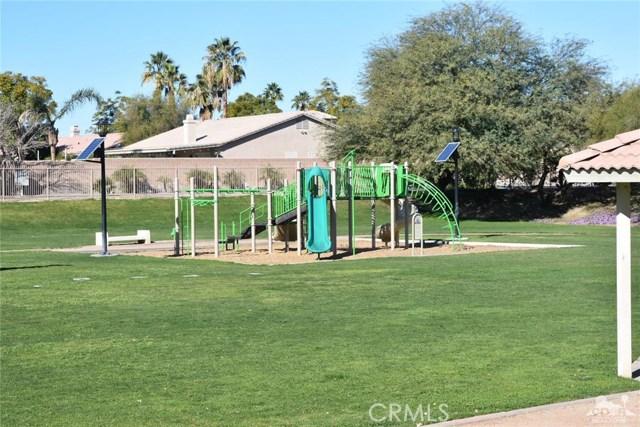 81381 Avenida Camelia, Indio CA: http://media.crmls.org/medias/a215a8ba-f7d3-4218-ba1f-1f428e589a6d.jpg