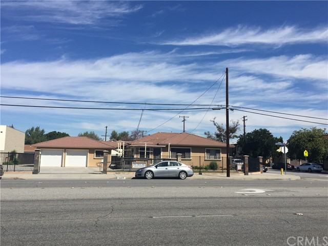 Casa Unifamiliar por un Venta en 10357 Artesia Boulevard Bellflower, California 90706 Estados Unidos