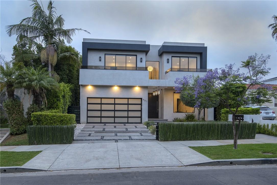 607 N Curson Avenue, Los Angeles CA: http://media.crmls.org/medias/a23adbfe-bce1-4435-86f6-1e2894d311e4.jpg