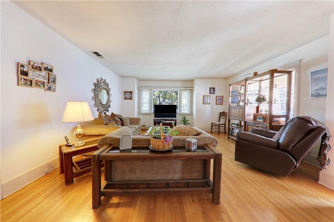 8325 6th Street, Downey CA: http://media.crmls.org/medias/a2403eae-1493-467d-8e2d-56ba8ac03515.jpg