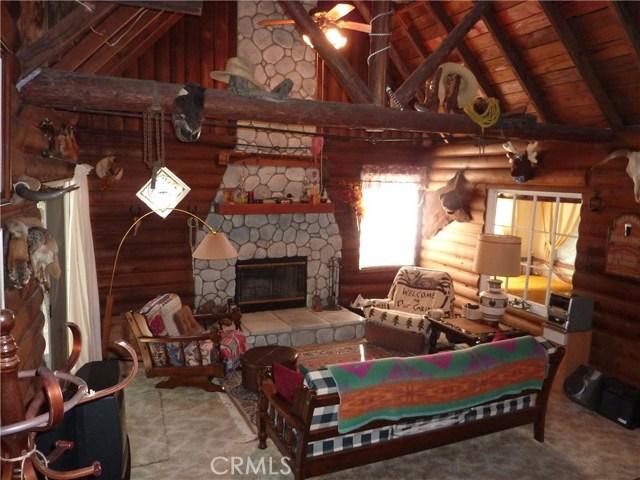 独户住宅 为 销售 在 404 Mozumdar Drive Cedarpines Park, 加利福尼亚州 92322 美国