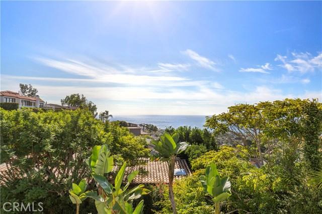 880 Coast View Drive, Laguna Beach CA: http://media.crmls.org/medias/a26471e7-2324-47f6-aa38-eefc396528bc.jpg