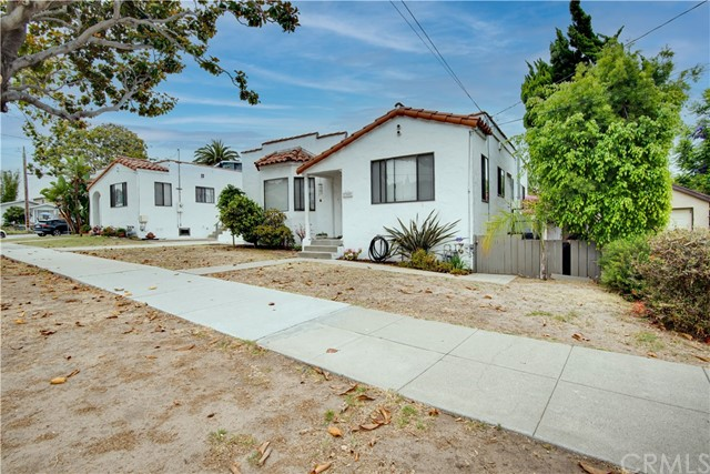 703 -705 El Redondo Avenue, Redondo Beach CA: http://media.crmls.org/medias/a28e1039-b505-4036-96e3-0d4a44c96012.jpg