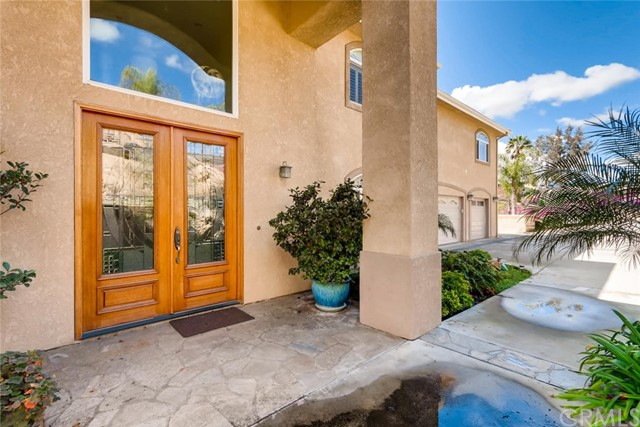 8167 Sterling Drive, El Cajon CA: http://media.crmls.org/medias/a2a319dd-efc1-41bc-8dfd-fe198945fcc4.jpg