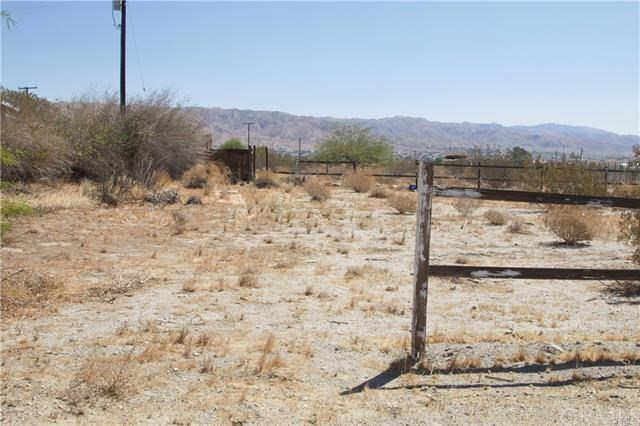 5 Kay Road, Desert Hot Springs CA: http://media.crmls.org/medias/a2a7da02-38ce-4762-9985-e1636bbd2042.jpg