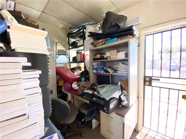 9300 California Avenue, South Gate CA: http://media.crmls.org/medias/a2ac827d-540a-46e3-84f9-e9e7a8423416.jpg