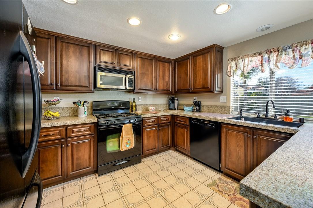 10271 Canyon Vista Road, Moreno Valley CA: http://media.crmls.org/medias/a2bfdd91-9930-4df7-911e-7a372e3e480e.jpg