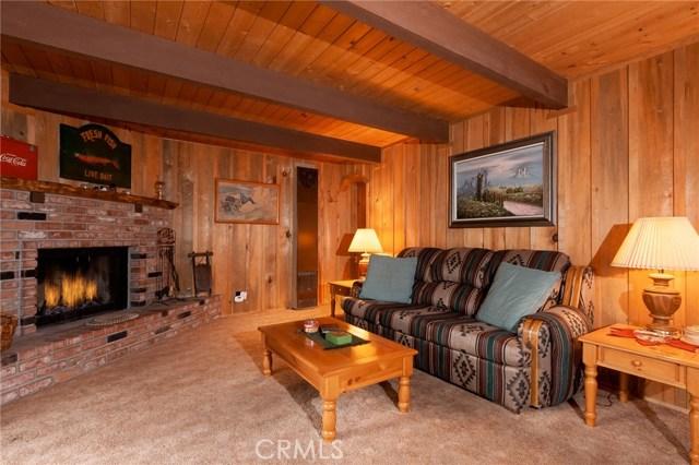 437 Gold Mountain Drive, Big Bear CA: http://media.crmls.org/medias/a2c02251-02f7-4749-b8c3-a122f3818758.jpg