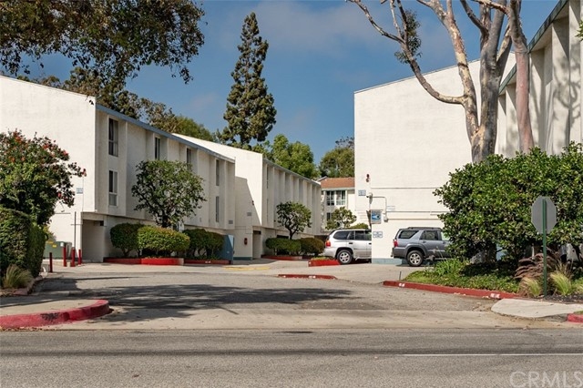 902 Camino Real, Redondo Beach CA: http://media.crmls.org/medias/a2c64e44-d330-4dfc-bd41-7428bd5fc896.jpg