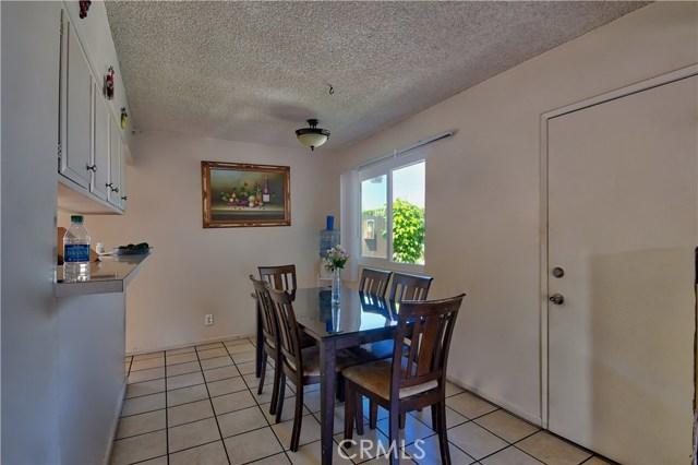 2077 Wallace Avenue, Costa Mesa CA: http://media.crmls.org/medias/a2d2fe46-be9d-4fff-8675-462faf4c2e72.jpg